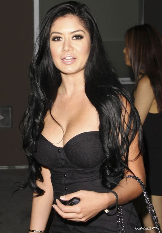 Gorgeous Kim Lee Just Arrived At At Party