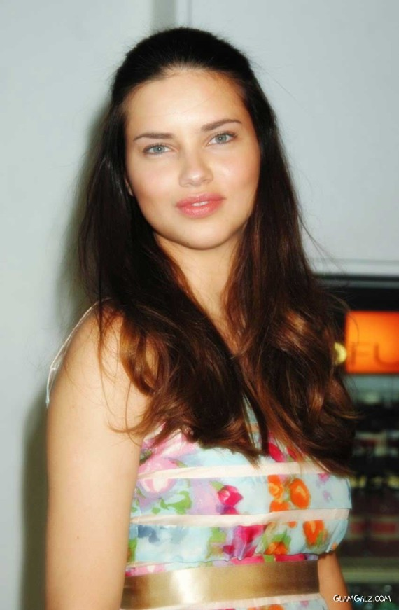 Adriana Lima Is Luking Good Again