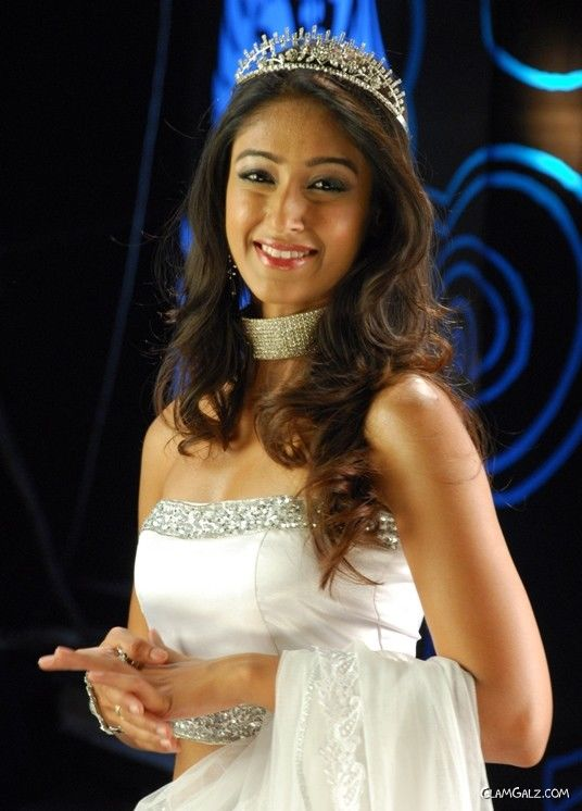 Gorgeous Angel Ileana on Ramp