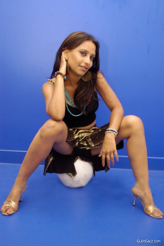 Pretty South Indian Actress Tina