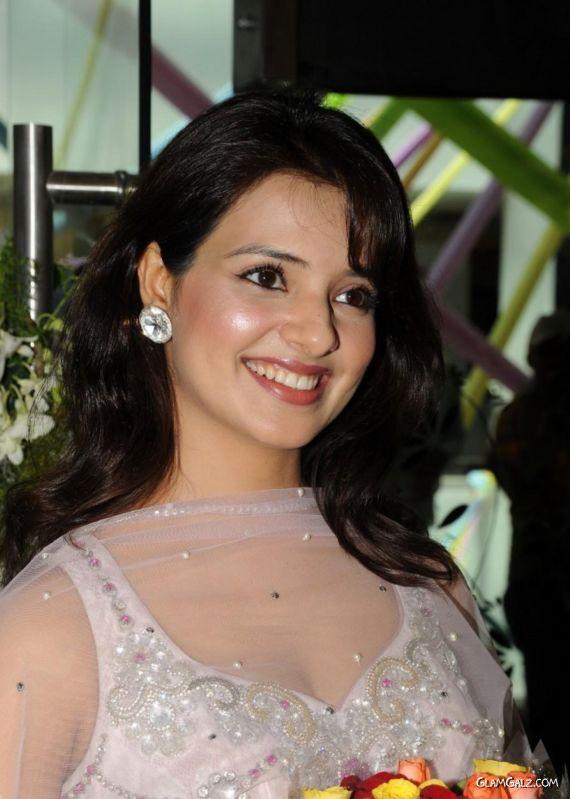 Smiling Desi Beauty Saloni