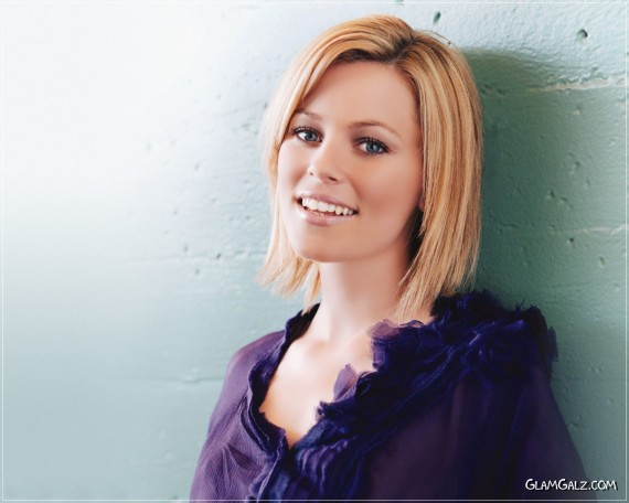 Click to Enlarge - Beautiful Elizabeth Banks Wallpapers
