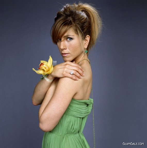 Click to Enlarge - Jennifer Aniston Stylish Wallpapers