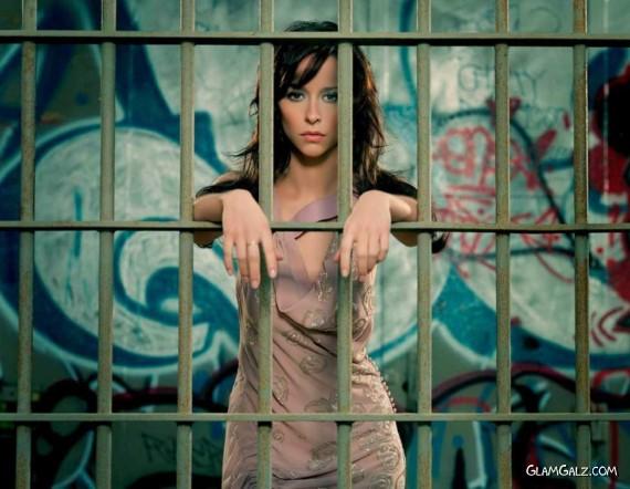 Click to Enlarge - Gorgeous Jennifer Love Hewitt Walls