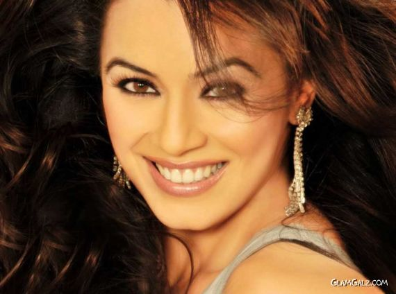 Click to Enlarge - Beautiful Mahima Chaudhry Wallpapers
