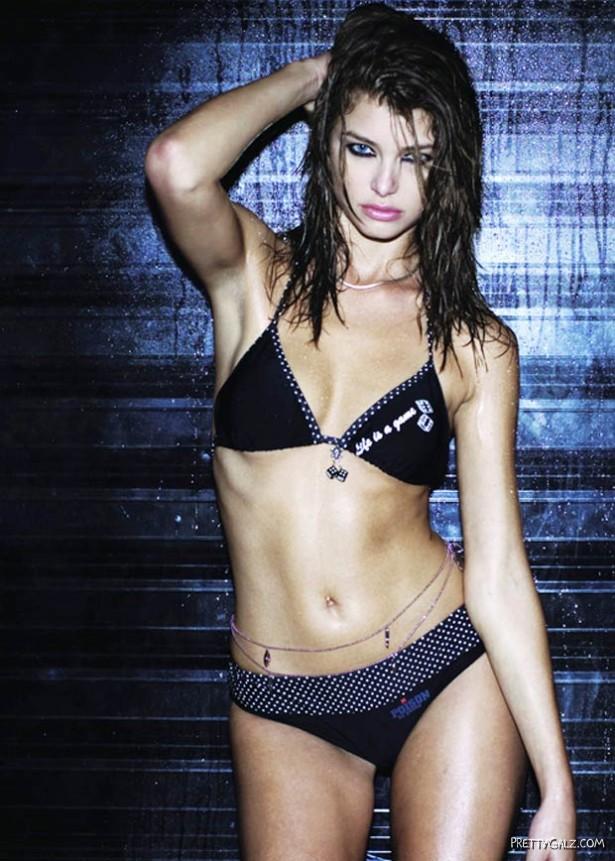 Glamorous Lisa Cazzulimi Shoot